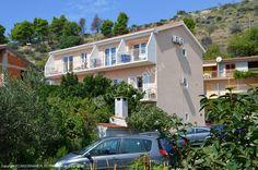 Polecamy  Apartamenty Borić - Podgora w których właściciele zapewniają przyjemną atmosferę a ponadto apartamenty położone są blisko morza.  Szczegóły oferty: http://www.nocowanie.pl/chorwacja/noclegi/podgora/apartamenty/134032/