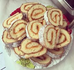 Piskóta tekercs - csak én imádom ennyire? - Ketkes.com Hungarian Cuisine, Hungarian Recipes, Dairy Free Recipes, Apple Pie, Main Dishes, Goodies, Rolls, Food And Drink, Sweets