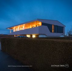 MA0172 ::: Massivholzhaus ::: Lehmputz ::: Kirchham Opera House, Mansions, House Styles, Building, Outdoor Decor, Travel, Home Decor, New Construction, Homes