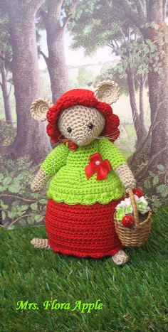 Flora Apple Inspired by the enchanting stories of Brambly Hedge Crochet Mouse, Crochet Dolls, Crochet Hats, Christmas Angels, Christmas Diy, Doll Patterns, Crochet Patterns, Brambly Hedge, Mini Mouse