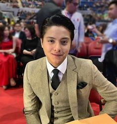 Daniel Padilla is being blamed for the loss of Binibining Pilipinas 2019 candidate from Negros Occidental, Vickie Rushton. Daniel Johns, Daniel Padilla, John Ford, Slick Hairstyles, Kathryn Bernardo, Heart Eyes, Pinoy, Handsome Boys, Iphone Wallpapers