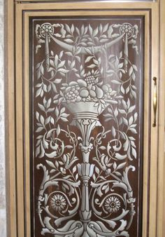 Ordinaire Gary Lord Uses Modello Designs Stencil Patterns On Wood Cabinet Doors In  The Kitchen