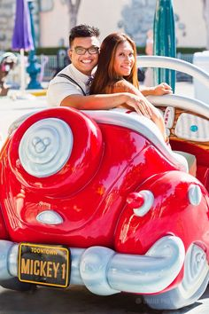 Disney Up theme engagement session at Disneyland // #disneyland #upwedding #pixar