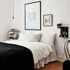 De combinatie zwart & wit verveelt nooit! Mocht dit jou toch wel gebeuren, dan voeg je eenvoudig wat kleur toe! #interieurinspiratie #pinterest #zwartwit #slaapkamer