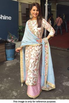 indian designer wear designs indian style Madhuri Dixit Banglori Silk Suit in White and Pink colour Bollywood Stars, Bollywood Fashion, Bollywood Celebrities, Women's Dresses, Dresses Online, Salwar Suits Party Wear, Party Wear Dresses, Suits For Women, Clothes For Women