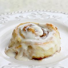Cinnabon Copycat – I was skeptical at first but I can't believe it! They taste JUST like cinnabon! A lot of work but so worth it! Low Carb Desserts, Low Carb Recipes, Dessert Recipes, Bread Recipes, Cinnabon Cinnamon Rolls, Cinnabon Recipe, Cinnamon Roll Waffles, Christmas Morning Breakfast, Low Carb Breakfast