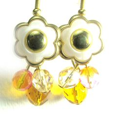 Glam Flower Earrings Vintage Style by flirtyfashionjewelry on Etsy Flower Earrings, Drop Earrings, Vintage Style, Vintage Fashion, Vintage Earrings, Pretty Flowers, Etsy, Jewelry, Jewellery Making