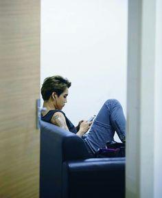 Babe u better be texting me. Kaisoo, Exo Kai, Exo Members, Texting, Krystal, K Idols, Boyfriend Material, Babe, Gucci