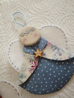 "Képtalálat a következőre: ""christmas patchwork"" Christmas Ornaments To Make, Christmas Sewing, Christmas Makes, Angel Ornaments, Felt Ornaments, Homemade Christmas, Christmas Angels, Christmas Crafts, Christmas Decorations"