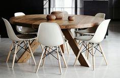 Je wilt je kamer opnieuw inrichten? Stel je midden in die kamer een ronde houten tafel voor. Een aantrekkelijk meubel..