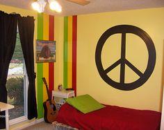 Use the peace sign to create a subtle Rasta-Hippie effect in boys room. Stoner Room, Stoner Girl, Hippie Style Rooms, Boy Room, Kids Room, Hippie Boy, Hippy Bedroom, Reggae Style, Rasta Colors