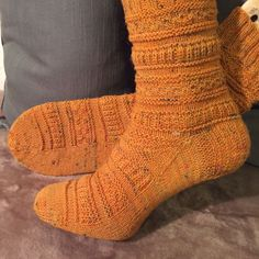 I like the pattern very well, and also the yarn from Fadenbunt . I like the pattern very well, and also the yarn from Fadenbunt . Knitting Designs, Knitting Patterns Free, Free Knitting, Knitting Yarn Diy, Knitting Socks, Knit Socks, Crochet Gloves, Knit Or Crochet, Needle And Thread