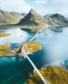 Who wants to go on a road trip & explore @Lofoten this summer? ⛰ #Norge photos by @joonaslinkola