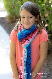The Scholarship Scarf is an exclusive design in the Back to School issue of Happily Hooked Magazine! www.happilyhooked.com/emilytrumanhhm