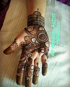 Piuuu Pakistani Henna Designs, Arabic Bridal Mehndi Designs, Arabian Mehndi Design, Peacock Mehndi Designs, Mehndi Designs For Fingers, Mehndi Design Pictures, Best Mehndi Designs, Simple Mehndi Designs, Henna Tattoo Designs
