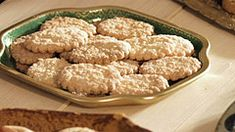 Recepty — Herbář — Česká televize Krispie Treats, Rice Krispies, Tea Time, Cookies, Food, Crack Crackers, Biscuits, Essen, Meals