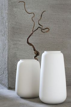 Minimalist pottery with ikebana lines - bright, sharp, clear sense of location and presence - knowing who you are and what you intend to do next. Pottery Vase, Ceramic Pottery, Ceramic Art, Interior Accessories, Decorative Accessories, Interior Styling, Wabi Sabi, Tadelakt, Ikebana