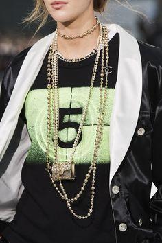 Chanel Fashion, Paris Fashion, Spring Fashion, Chanel Style, Valentin Yudashkin, Fashion 2020, Fashion Show, Fashion Trends, Fashion Details