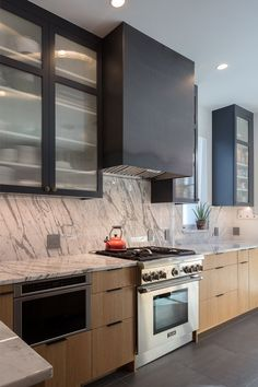 Ideas for marble wood kitchen hoods Kitchen Hood Design, Kitchen Hoods, Kitchen Cabinet Design, Beautiful Kitchen Designs, Beautiful Kitchens, Cool Kitchens, White Kitchens, Dream Kitchens, Metal Kitchen Cabinets