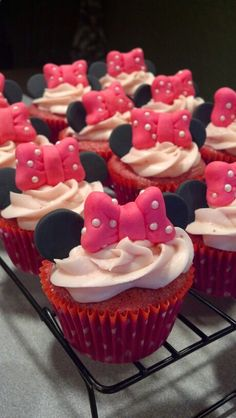Minnie mouse cupcakes - photo only Baby Girl Birthday, 2nd Birthday, Birthday Ideas, Birthday Desserts, Birthday Cupcakes, Cupcake Photos, Mickey Mouse Clubhouse Birthday, Minnie Mouse Cake, Mouse Parties