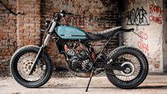 La direste così slanciata la Yamaha TDR? I fratelli Coppiello l'hanno trasformata nella Young Custom, una street tracker antagonista con serbatoio da fuoristrada e lo scarico basso: due colpi al cuore!