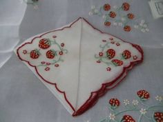VTG SET MADEIRA ORGANDY LINEN HAND EMBROIDERY STRAWBERRY NAPKIN & TRAY PLACEMAT