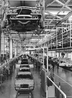Mercedes-Benz W123 Assembly line | by Auto Clasico