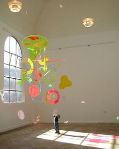 p h o t o c r i t i c Mobile Sculpture, Sculpture Art, Sculptures, Mobile Art, Hanging Mobile, 2 Baby, Instalation Art, Wow Art, Art Plastique