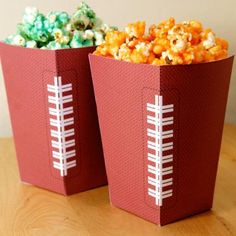 Free Football Party Printables {Party Decoration} With the Super Bowl right around the corner, football parties are in full swing right now! Free Football, Football Tailgate, Football Themes, Football Birthday, Football Food, Football Season, Football Parties, Tailgating, Sports Birthday