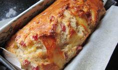 Ένα αφράτο, πεντανόστιμο σπιτικό ψωμί γεμιστό με ζαμπόν και τυρί, με ελαφρώς υγρή, μαλακιά και αφράτη ψίχα. Μια εύκολη συνταγή (από εδώ) για ένα σπιτικό ψω