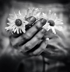 69 ideas photography noir et blanc mains for 2019 Black And White Love, Black And White Pictures, Hand Photography, Amazing Photography, Photography Styles, Artistic Photography, Photo Main, White Finger, Rough Hands
