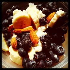snack: nonfat cottage cheese, banana, blueberries, almonds