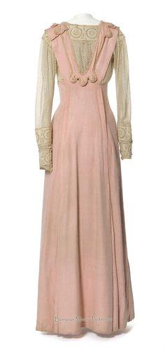 Dress, French, ca. 1912–14. Pink silk twill. Photo: Jean Tholance. Les Arts Décoratifs via Europeana Fashion