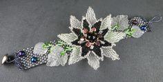 Winter - Armband, Perlenweberei mit Blume und Blättern, Beadwoven, Beadart