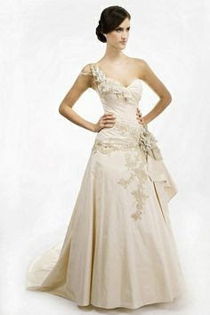 Our top pick from Maria Chiodo Bridal - but it was oh-so-hard to choose a favourite! Decisions, decisions…