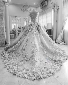 dress, flowers, and pink image Fancy Wedding Dresses, Princess Wedding Dresses, Wedding Attire, Bridal Dresses, Wedding Gowns, Luxury Wedding Dress, Quince Dresses, Ball Dresses, Puffy Dresses