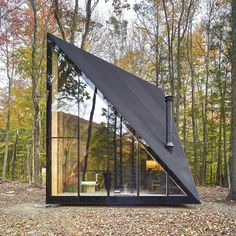 Tiny Cabin in the Woods Exhibits a Unique Crystal Shape is part of A frame house - This modern tiny cabin in the woods stays true to the Nordic concept of hygge, which translates into finding joy in everyday moments Tiny Cabins, Tiny House Cabin, Tiny House Design, Wood Cabins, Modern Cabins, Tiny House Hotel, Tiny Cottages, Unique House Design, Cottage Design