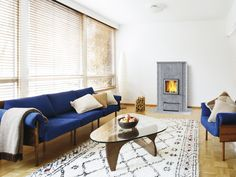 SILO/C: The Silo/C is a compact fireplace and a great choice for low-energy houses. The stylish maintenance door means that ash removal is no problem.