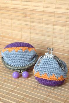 Monederos de #ganchillo técnica amigurumi y jackard by #cristinacrea  Moneders de #ganxet #Crochet #pursecoin