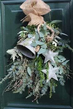 Terrific Pics Primitive Decor wreaths Suggestions Whenever my own outdated higher education buddy went directly into my home decade earlier, the woman deal with. Hygge Christmas, Christmas Swags, Christmas Bells, Rustic Christmas, Christmas Holidays, Christmas Crafts, Christmas Decorations, Holiday Decor, Natural Christmas