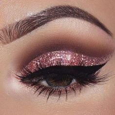 Pageant and Prom Makeup Inspiration. Find more beautiful makeup looks with Pageant Planet. Pageant and Prom Makeup Inspiration. Find more beautiful makeup looks with Pageant Planet. Sparkly Eye Makeup, Cat Eye Makeup, Smokey Eye Makeup, Beauty Makeup, Glitter Makeup, Smoky Eye, Pink Smokey Eye, Beauty Dupes, Dramatic Makeup