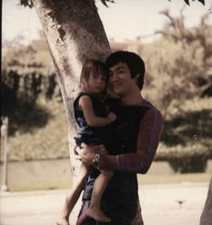 Bruce Lee Family, Bruce Lee Photos, Brandon Lee, Family Photos, Couple Photos, Creative Skills, Beautiful Family, Beautiful Celebrities, Martial Arts