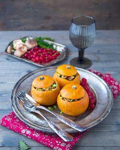 Courges pommes d'or farcies au seitan et marrons   http://www.elle.fr/Elle-a-Table/Recettes-de-cuisine/Courge-pommes-d-or-farcies-au-seitan-et-marrons-2866592