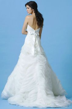 A perfect mix of modern and classic.  Give it a re-pin!  Available at www.gatewaybridal.com