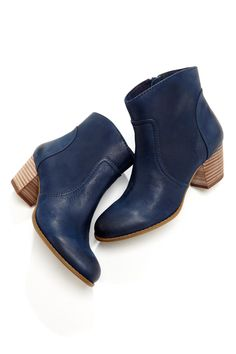 Versatility times ten. An ankle bootie with an easy side zipper, rounded toe and oh-so-walkable stacked heel.