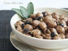Gnocchi di castagne ai funghi, un primo che racchiude i profumi e i colori d'autunno. Un piatto dal sapore deciso, smorzato dalla dolcezza della castagna,