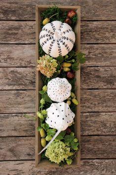 Autumn DIY: pumpkin decoration in Skandi style - upcycling deko It's The Great Pumpkin, Diy Pumpkin, Pumpkin Carving, Fall Crafts, Crafts For Kids, Autumn Table, Fall Diy, Diy Garden Decor, Pumpkin Decorating