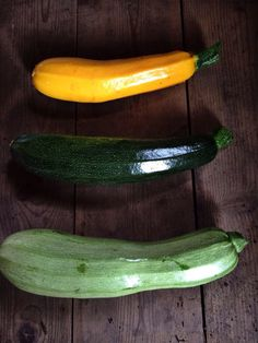 Our perfect courgettes Organic Vegetables, Fruits And Vegetables, Zucchini, Food, Fruits And Veggies, Meals, Yemek, Cucumber, Eten