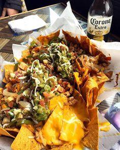 ¿Alguien dijo nachos? #Ensenada Mi Alma Gemela Aventura por lifeinwanderlust_  #nachos #cheese #beer #food #delicious #tasty #Baja #Mexico #Ensenada #BC #travel #great