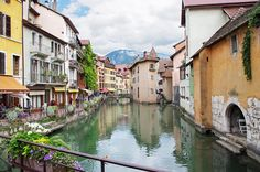 See:You'd be forgiven for mistaking a photograph of Annecy for Amsterdam. After all, the small French town has similar canals and dusty-hued buildings, but that's where the similarities end. Romantic Destinations, Romantic Vacations, Romantic Getaway, Romantic Travel, Places To Travel, Places To See, Lake Annecy, Annecy France, European Destination